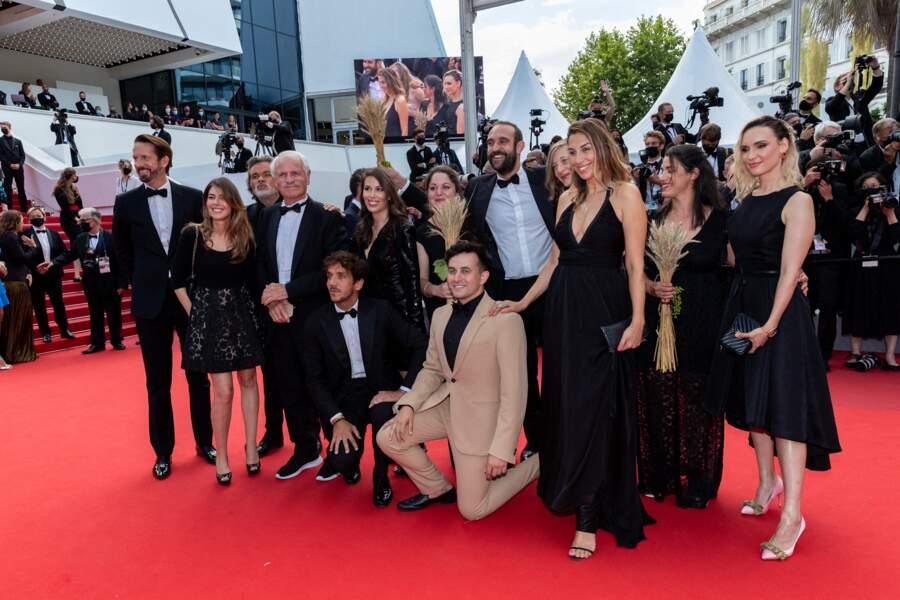 """Montée des marches de Yann Arthus-Bertrand et l'équipe du film """"Legacy, notre héritage"""" ce 15 juillet 2021."""