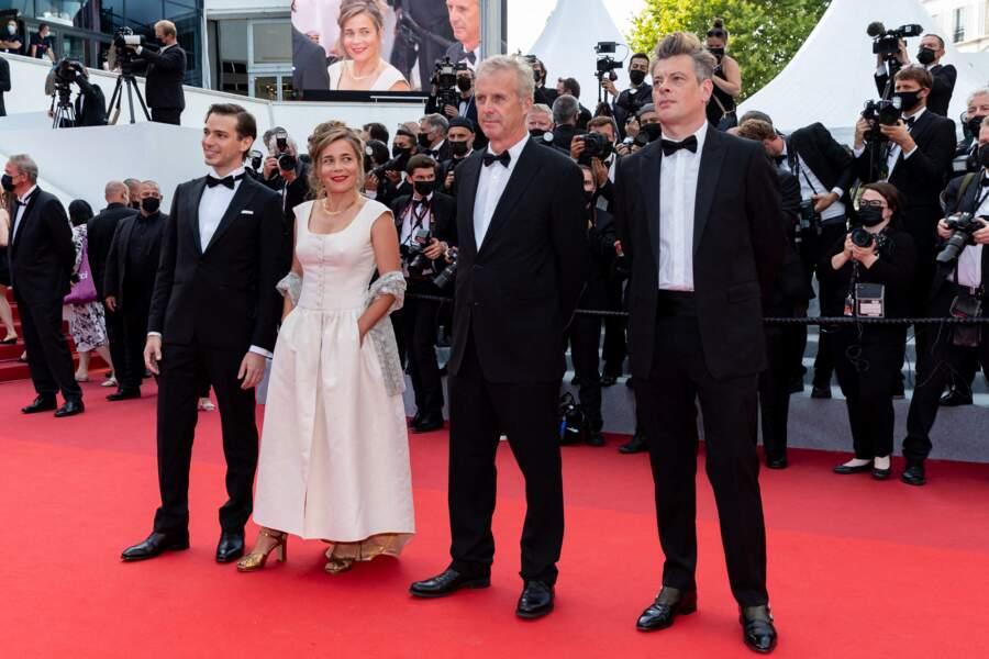 Emanuele Arioli, Blanche Gardin, Bruno Dumont et Benjamin Biolay pour la montée des marches du film « France ».