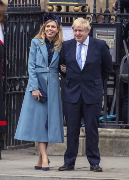 Carrie Symonds ose le manteau long bleu ciel lors de la cérémonie du Commonwealth, à l'abbaye de Westminster de Londres, le 9 mars 2020