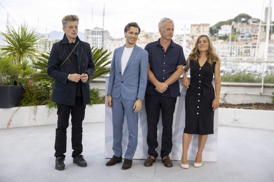 Benjamin Biolay a enlevé ses lunettes pour, une fois de plus, jouer le jeu des photographes du Festival de Cannes.