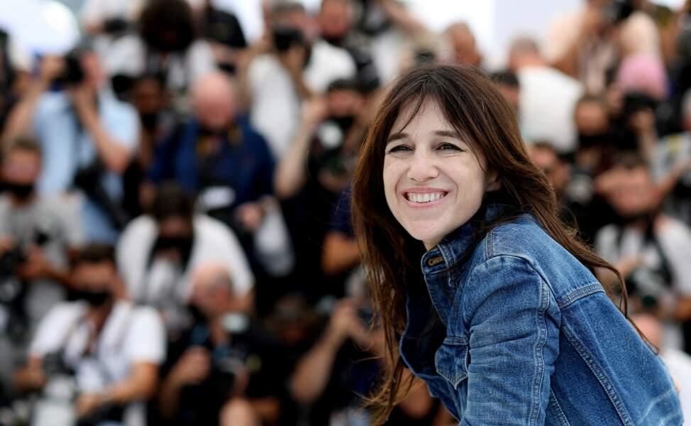 Charlotte Gainsbourg ravit de participer à la 74ème édition du Festival de Cannes, a illuminé la Croisette.