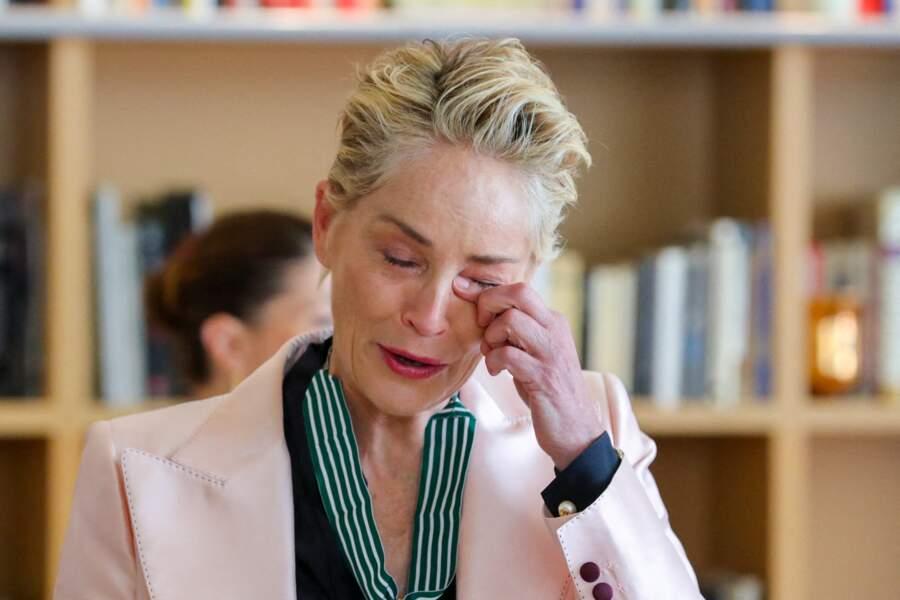 L'actrice américaine Sharon Stone, en pleurs, a remercié les personnes présentes lors de cette remise de récompense.