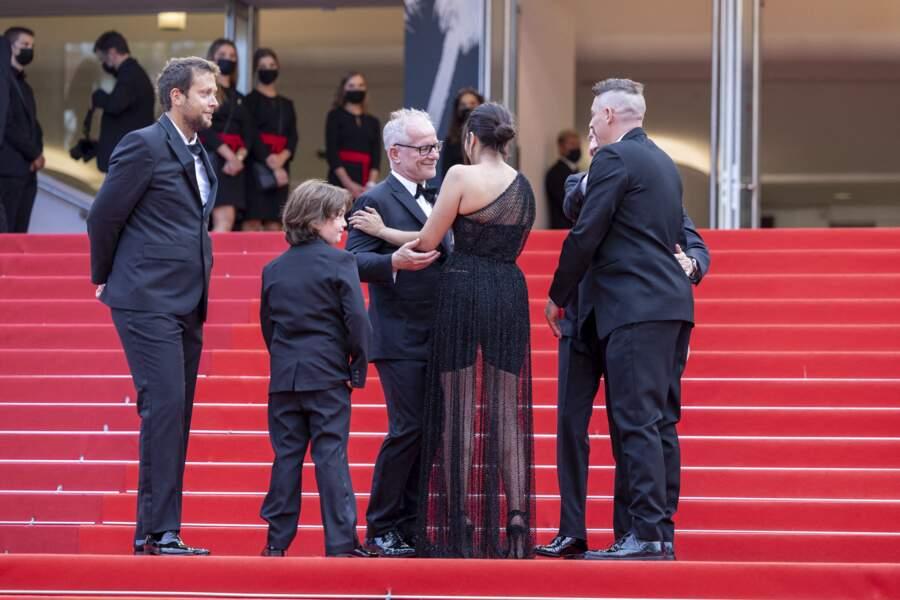 Joachim Lafosse, Gabriel Merz Chammah, Leïla Bekhti et Damien Bonnard accueillis par Thierry Frémaux, délégué général du festival de Cannes.
