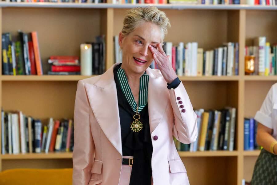 Impossible pour Sharon Stone de retenir ses larmes.