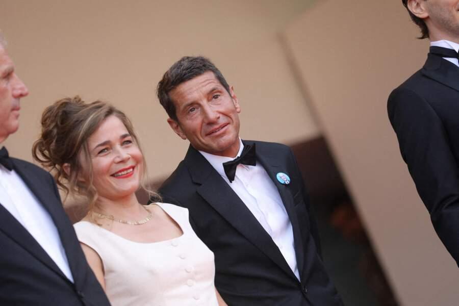 Blanche Gardin avec le maire de Cannes, David Lisnard, en haut des marches.