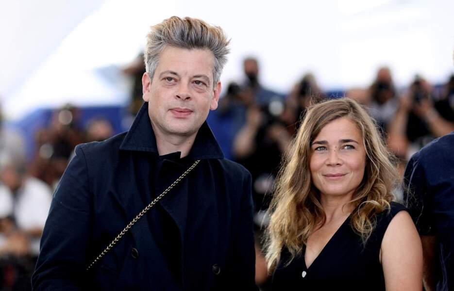 Benjamin Biolay et Blanche Gardin sans Léa Seydoux (absente pour cause de Covid-19) au photocall du film France lors du 74e Festival de Cannes, le 16 juillet 2021.