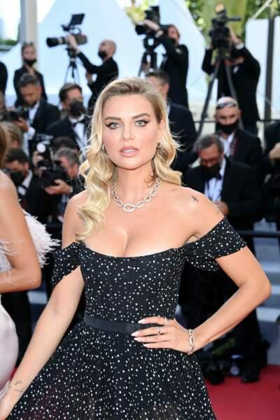 Cannes 2021 : L'influenceuse Veronica Ferraro a elle aussi jeté son dévolu sur les diamants naturels de Pomellato