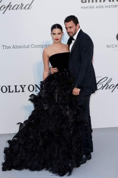 Sara Sampaio à l'Amfar en 2019 : chic en robe noire de princesse