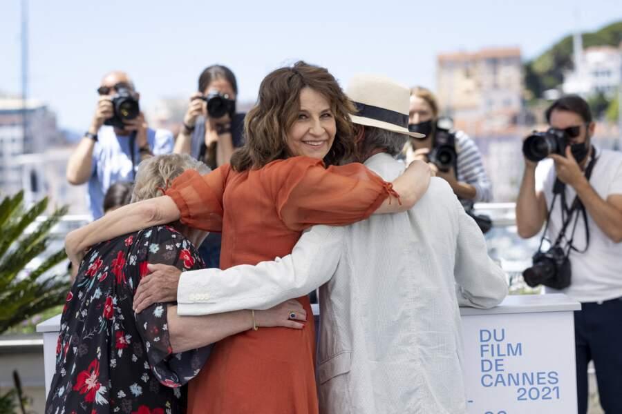 Valérie Lemercier, aussi émue qu'heureuse accompagnée par les acteurs québécois de son film Aline.