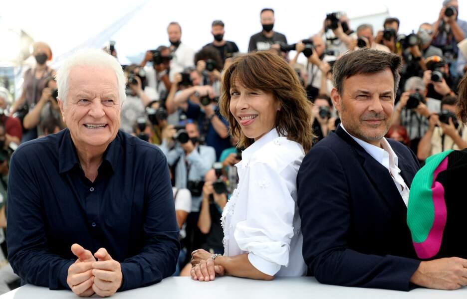 Sophie Marceau, très blagueuse, entoure André Dussollier et François Ozon