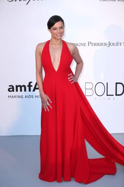 Paris Hilton à l'Amfar en 2018 : très élégante dans cette robe longue drapée