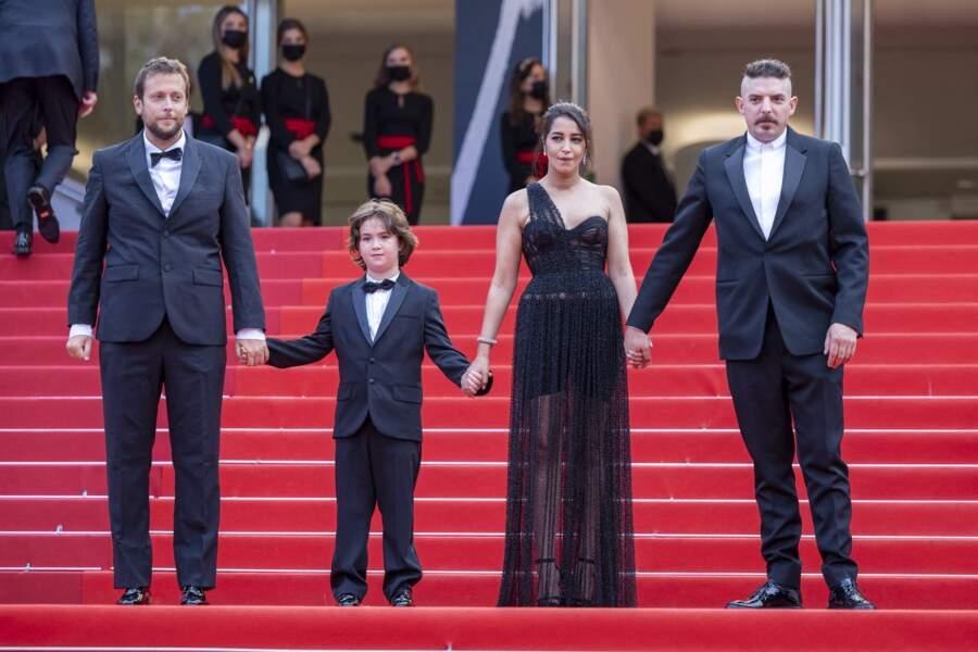 Soudée, l'équipe du film « Les intranquilles » foule le tapis rouge de Cannes, avec une Leïla Bekhti qui n'a pas manqué d'attirer tous les regards.