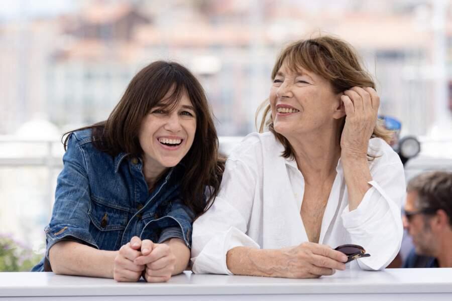 Entre émotion et rire, Charlotte Gainsbourg et Jane Birkin n'ont pas caché leur joie d'être réunies.
