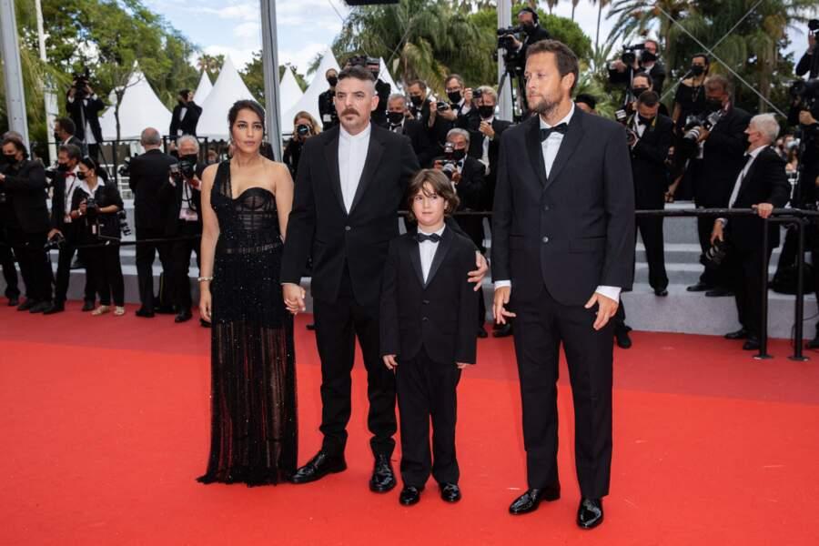 Sublime Leïla Bekhti qui a opté pour une robe noire tout en transparence, accompagnée par l'équipe du film « Les intranquilles ».