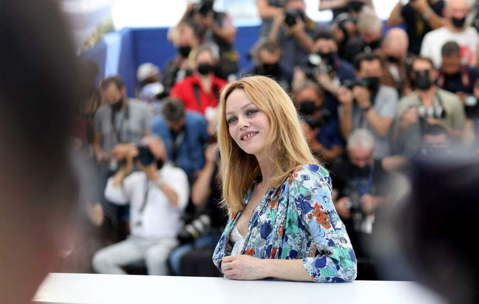 Vanessa Paradis au photocall du film Cette musique ne joue pour personne lors du 74ème festival international du film de Cannes le 10 juillet 2021.
