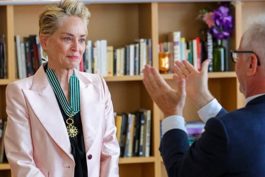 Les insignes de Commandeur dans l'Ordre des Arts et des Lettres ont été remises par Thierry Frémaux, délégué général du festival de Cannes.