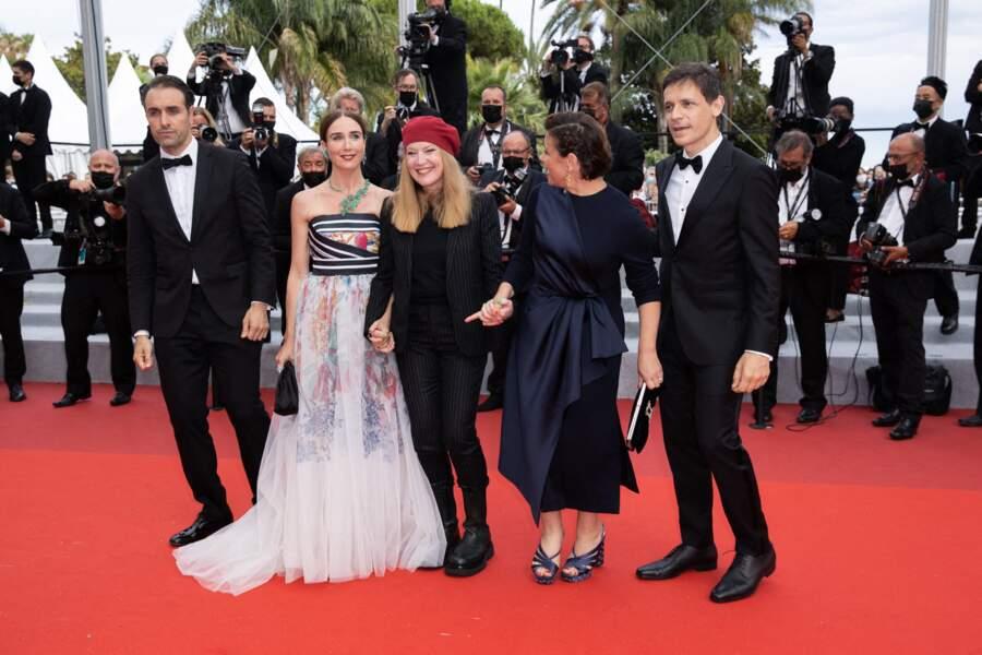 Michael Covino, Elsa Zylberstein, Andrea Arnold, Mounia Meddour et Daniel Burman ont monté les marches du film « Les intranquilles ».