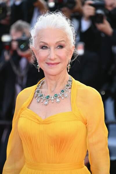Cannes 2021 :  Elegante en jaune, l'actrice Helen Mirren a habillé son cou d'une parure impressionnante en diamants naturels