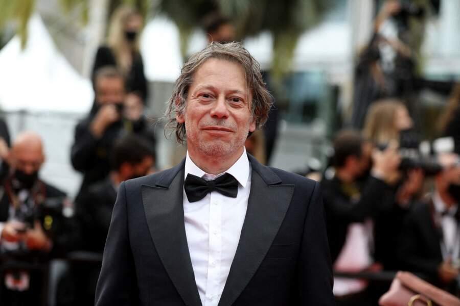 Mathieu Amalric, toujours très chic en costume est venu assister à la projection du film « Les intranquilles » de Joachim Lafosse.