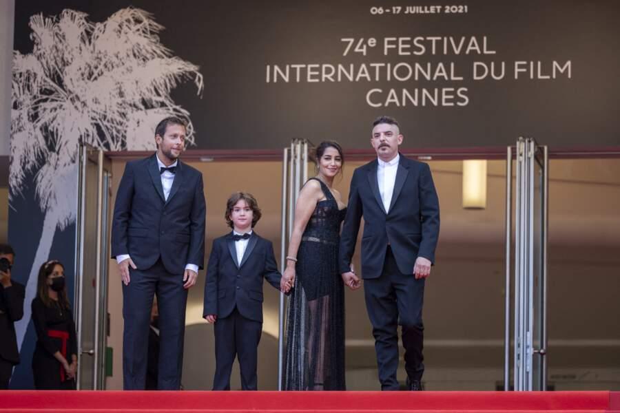 Leïla Bekhti tient la main de  Gabriel Merz Chammah, petit-fils d'Isabelle Huppert, juste avant la projection du film « Les intranquilles ».