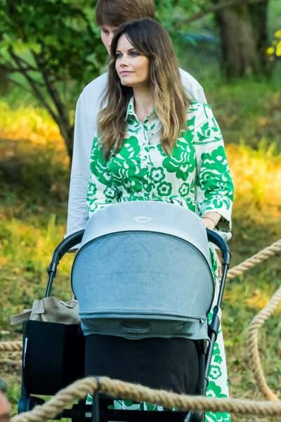 """Quatre mois après son accouchement, la princesse Sofia de Suède réussit son retour à l'occasion du concert """"Solliden Sessions"""" donné au château de Solliden à Borgholm, le 13 juillet 2021"""