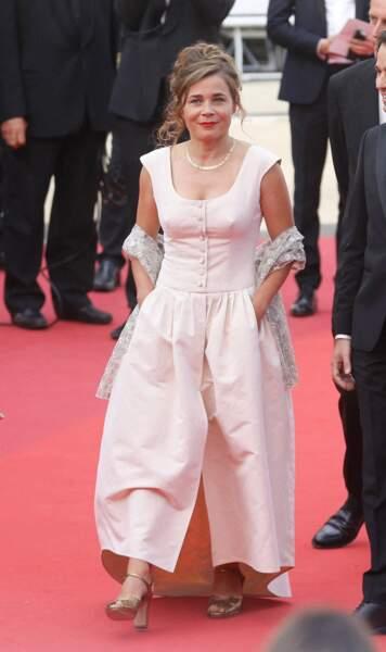 Blanche Gardin était très chic dans sa belle robe de soirée pour sa montée des marches à Cannes.