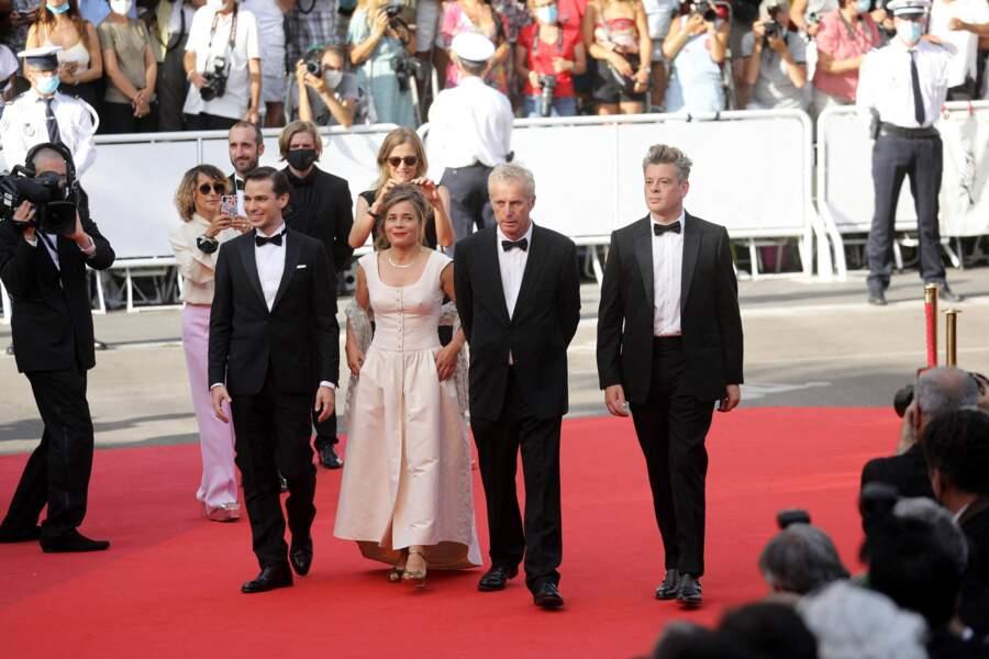 Benjamin Biolay, Blanche Gardin, Emanuele Arioli et le réalisateur Bruno Dumont arrivent sur la Croisette pour présenter le film « France » au Festival de Cannes, le 15 juillet 2021.