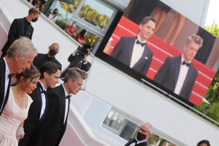 Benjamin Biolay, Blanche Gardin, Emanuele Arioli et Bruno Dumont ont monté les marches du palais du Festival de Cannes sans Léa Seydoux, positive au coronavirus.
