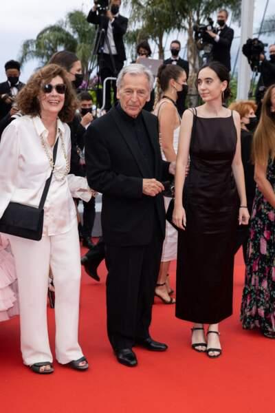 Constantin Costa-Gavras et sa femme Michèle Ray-Gavras pour la montée des marches du film « Les intranquilles ».