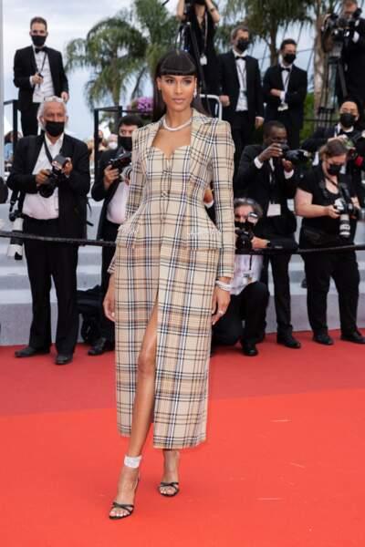 Cindy Bruna a également attiré tous les regards à Cannes ce 16 juillet.