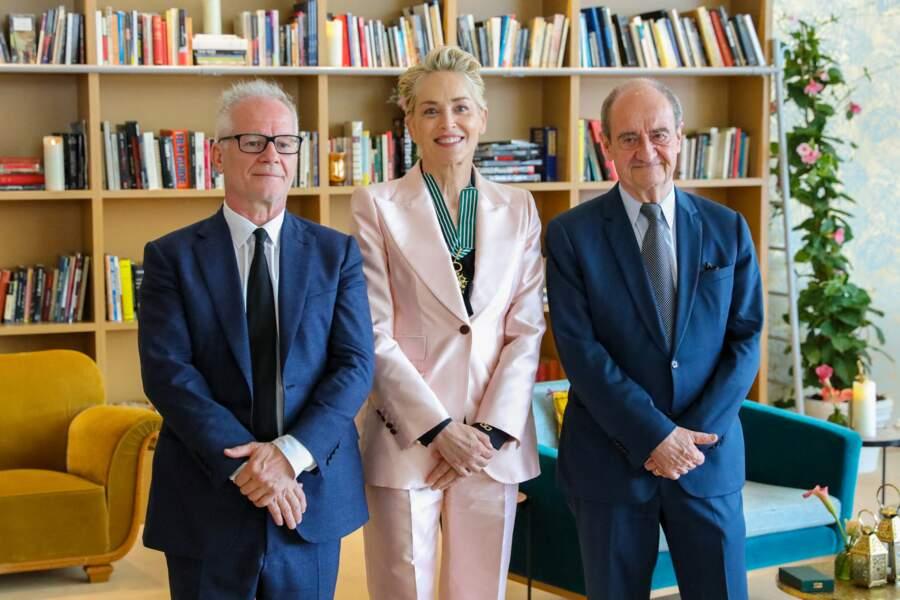 Sharon Stone, accompagnée de Pierre Lescure, président du festival de Cannes et Thierry Frémaux, délégué général du festival de Cannes.