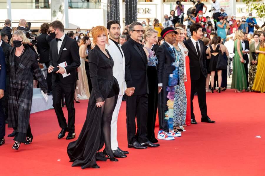 Le jury au complet, avec Mylène Farmer, Tahar Rahim, Mélanie Laurent, Spike Lee... Il y avait du beau monte à cette dernière montée des marches de Cannes 2021