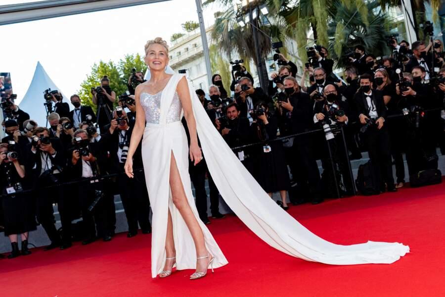 Bien présente à cette dernière montée des marches, Sharon Stone était époustouflante en cette journée de clôture du Festival de Cannes