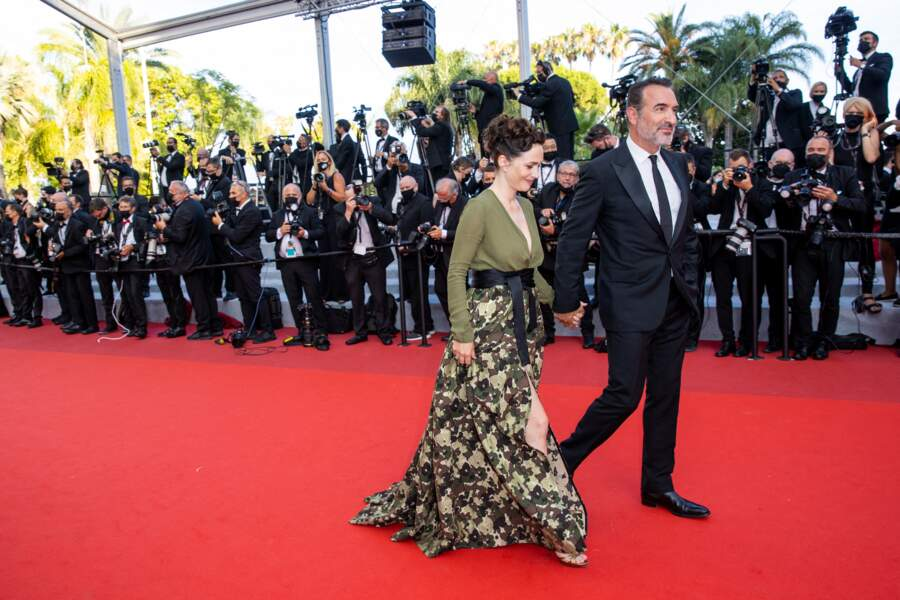 L'amour était au rendez-vous de cette clôture du 74e Festival de Cannes : au casting d'OSS 117 : Alerte rouge en Afrique noire, Jean Dujardin a pu compter sur le soutien de son épouse, Nathalie Péchalat