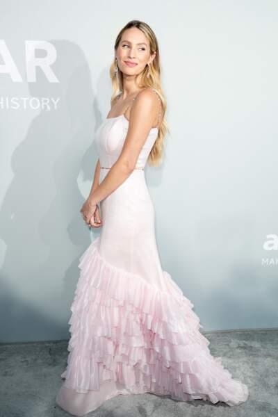 Dylan Penn a choisi une robe de la griffe Chanel pour son apparition au gala de l'amfAR, le 16 juillet