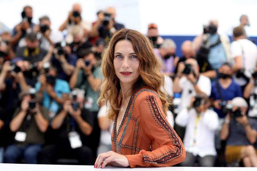Natacha Lindinger au photocall du film Oss 117 : Alerte Rouge En Afrique Noire lors du 74ème festival international du film de Cannes le 17 juillet