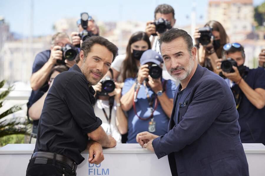 Nicolas Bedos et Jean Dujardin très chics aux photocall du film Oss 117, le 17 juillet
