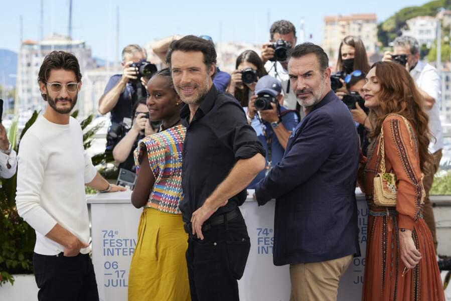 L'équipe du film Oss 117 : Alerte Rouge En Afrique Noire avec le réalisateur Nicolas Bedos au Festival de Cannes, 17 juillet