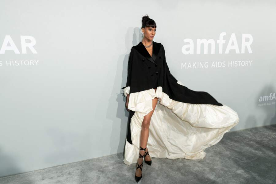 Cindy Bruna n'a pas fait les choses à moitié avec cette robe sublime signée Jean Paul Gaultier et des bijoux Pomellato pour sa venue au gala de l'amfAR, le 16 juillet