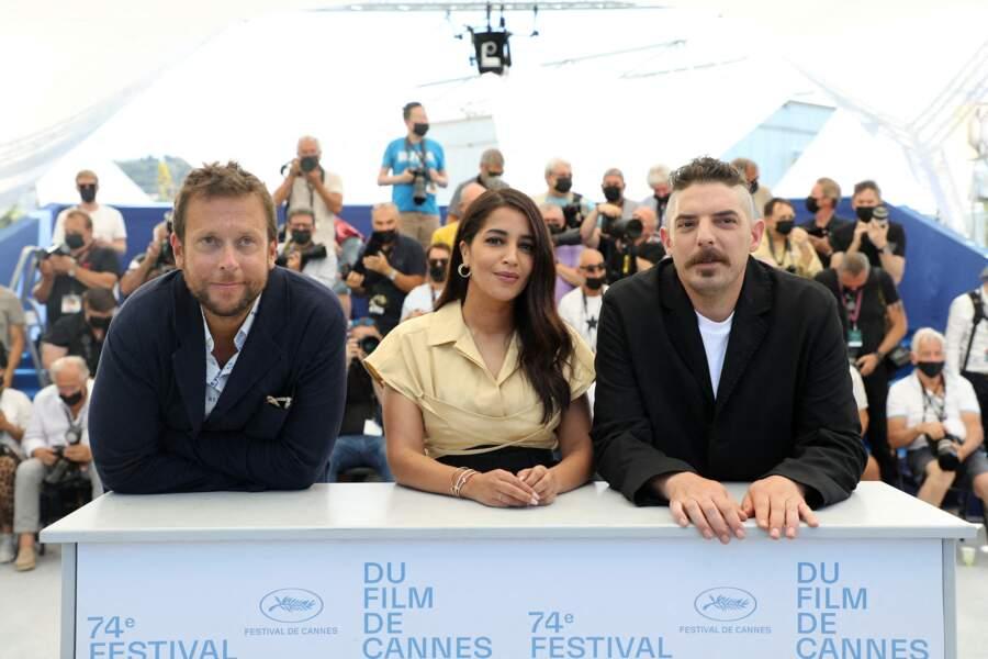 Joachim Lafosse, le réalisateur, a pris la pose aux côtés de Damien Bonnard et Leïla Bekhti pendant le photocall du film Les Intranquilles, le 17 juillet