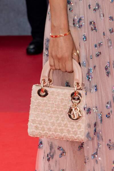 Le petit sac à main Dior de Reem Kherici a fait sensation sur la Croisette, en ce tout dernier jour du Festival de Cannes
