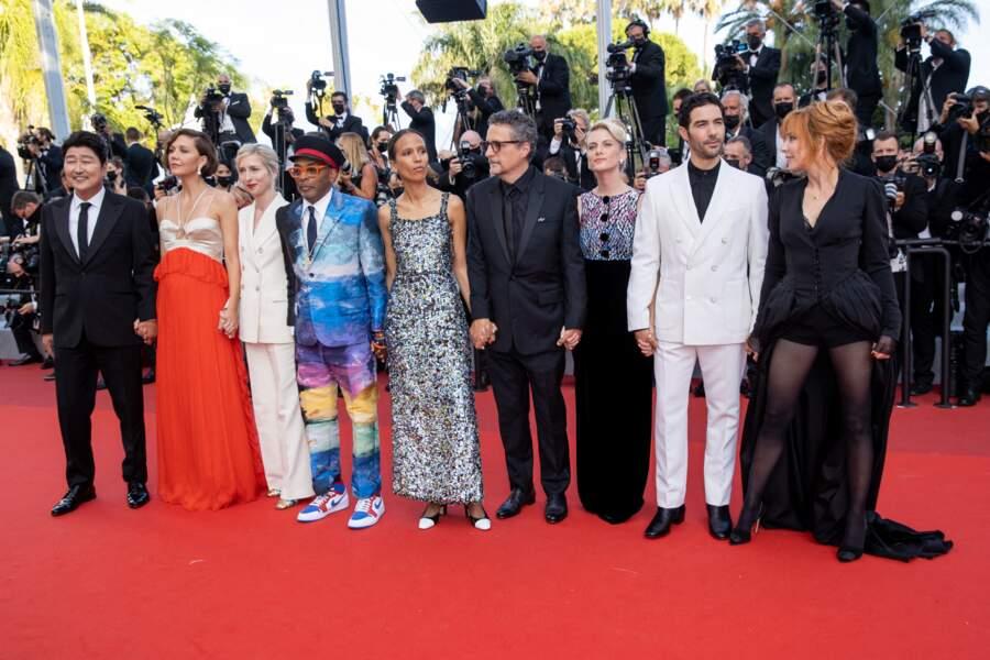 Le jury du 74ème Festival International du Film de Cannes, lors de la Montée des marches du film « OSS 117 : Alerte rouge en Afrique Noire »