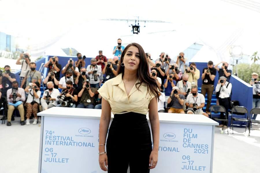 Leïla Bekhti très élégante au photocall du film Les Intranquilles lors du 74ème festival international du film de Cannes le 17 juillet