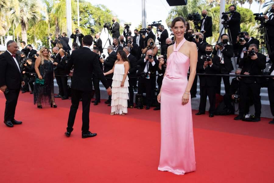 Doria Tillier était visiblement ravie de monter les marches, à l'occasion de la clôture du Festival de Cannes, dont elle est la maîtresse de cérémonie