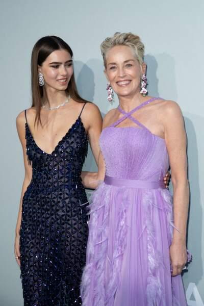 Sharon Stone et Helena Gatsby ont pris la pose ensemble pendant le photocall de la soirée du gala de l'amfAR, le 16 juillet