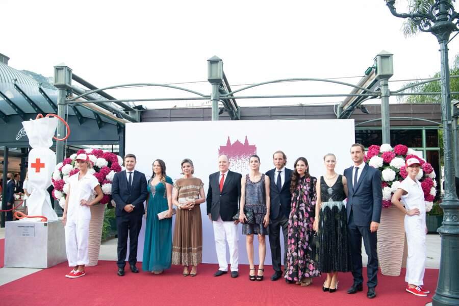 Albert II entouré des membres de la famille royale lors du photocall du concert de la Croix-Rouge, ce vendredi 16 juillet