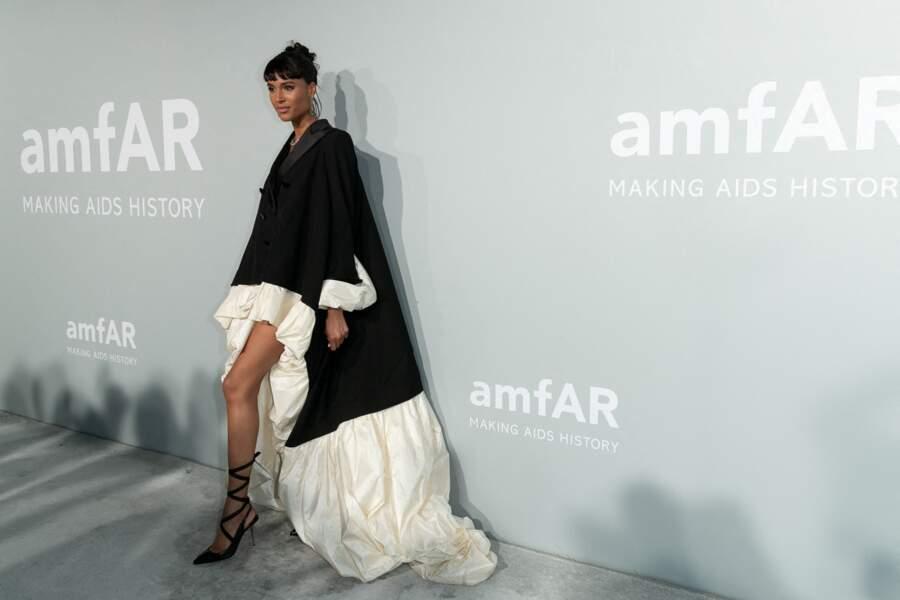 À l'occasion du gala de l'amfAR, lors du 74ème Festival International du Film de Cannes, ce 16 juillet, Cindy Bruna a fait une arrivée très remarquée