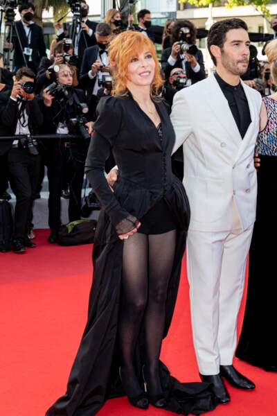 Mylène Farmer et Tahar Rahim élégants à souhait à Cannes, le 17 juillet 2021