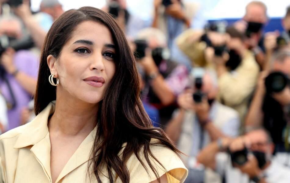 Leïla Bekhti toute en beauté pour le photocall du film Les Intranquilles lors du 74ème festival international du film de Cannes le 17 juillet