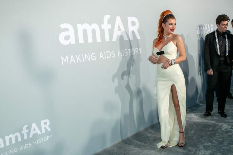Ce 16 juillet, pour la soirée du gala de l'amfAR, Bella Thorne a opté pour une robe Miu Miu